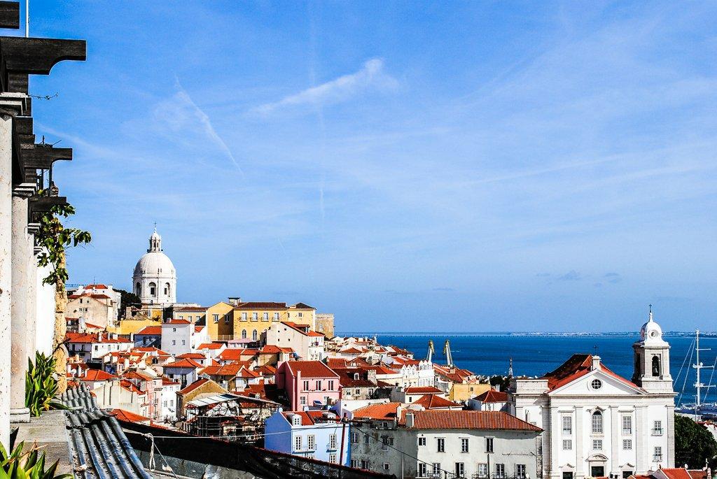 Städtetrip nach Lissabon – Hügel, Fluss und Mee(h)r -Lissabon Balkon (c) Verena Berbüsse für www.reise-berichten.de